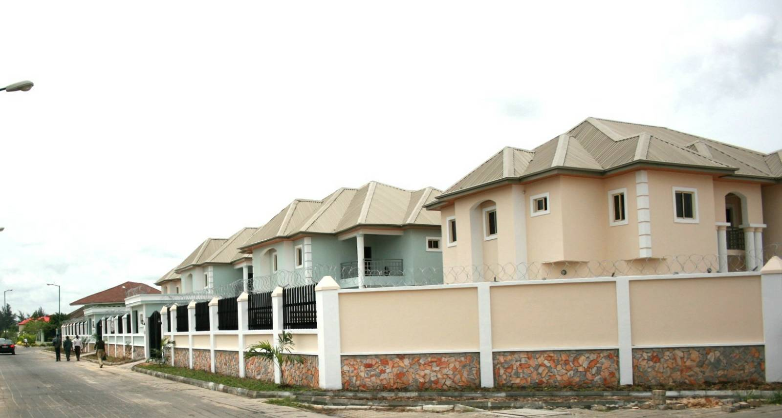 4 numbers fully detached duplexes sitting altogether on a land area of 2,805 square meters in Victoria Garden City, Lagos.